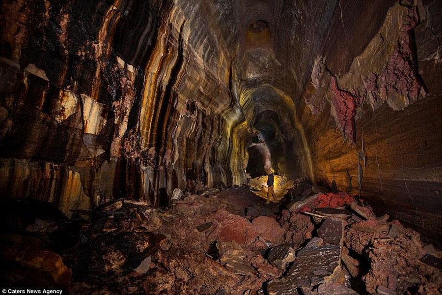 美国华盛顿州地下百米8000年前熔岩洞探秘
