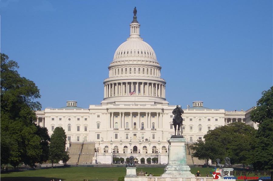 由于主楼的建筑设计跟美国白宫非常类似,主题风格又类似于欧式建筑,被图片