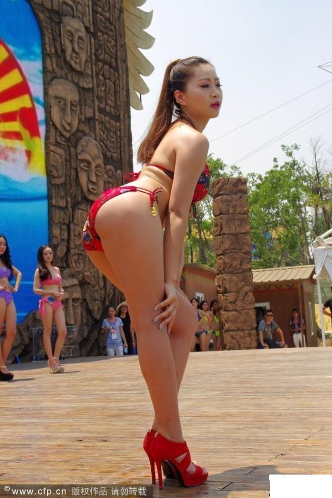 来自华中地区的近两百名比基尼美女亮相玛雅海滩