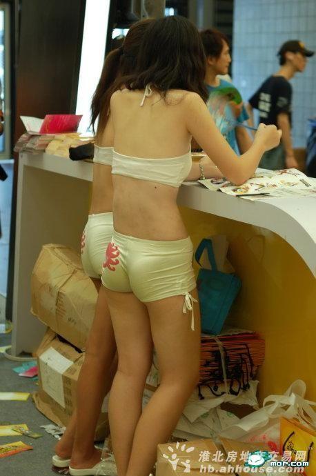美女,这短裤也太紧了吧