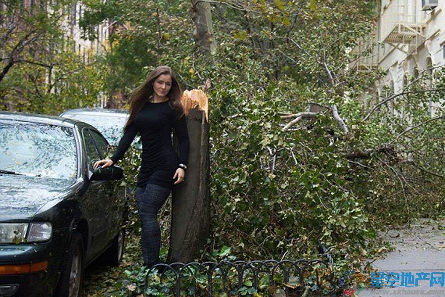 巴西一美女名模在美国灾区拍写真引众怒