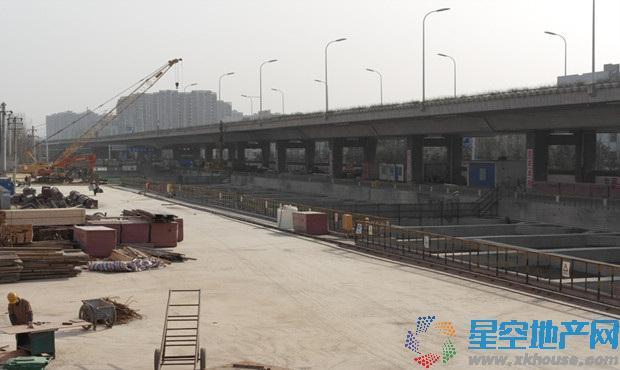 实探地铁1号线葛大店站 正在进行盾结构建设