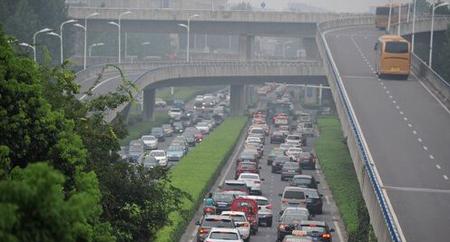热点:合肥南二环政务段9月起禁大货车 开发商跑路